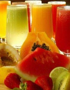 Sucos são uma ótima maneira de concentrar nutrientes e enriquecer nossa alimentação. Os sucos podem trazer benefícios em nosso organismo, nos ajudando a perder uns quilinhos extras, desintoxicando,…