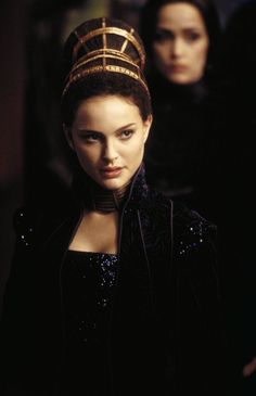 Queen amidala always had magnificent hair and accessories.