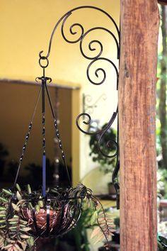 Mão-francesa para suporte de plantas