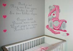 Me to You beer met lief babykamer gedichtje. Geschilderd door BIM Muurschildering, kan naar wens aangepast worden.