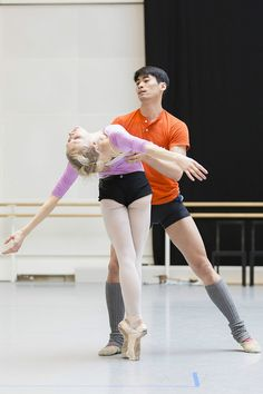 Sarah Lamb and Ryoichi Hirano in rehearsals for Raven Girl © ROH/Johan Persson, 2013