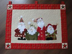 The Santas - mug rug Christmas Patchwork, Christmas Placemats, Christmas Applique, Christmas Sewing, Noel Christmas, Christmas Quilting, Christmas Projects, Christmas Crafts, Christmas Decorations