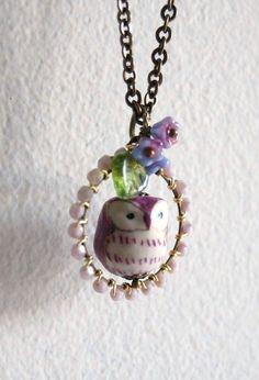Little hoot in purple wreath necklace by yotldesigns on Etsy Owl Jewelry, Cute Jewelry, Pendant Jewelry, Jewelry Crafts, Beaded Jewelry, Jewelry Design, Owl Pendant, Vintage Jewelry, Pendant Necklace