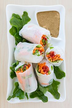 Thai Salad Rolls Use Teriyaki Sauce or Sesame Ginger dressing on chicken and add in Epicure Recipes, Cooking Recipes, Vegan Recipes, Salad Rolls, Tapas, Gastro, Easy Healthy Recipes, Healthy Foods, Food N