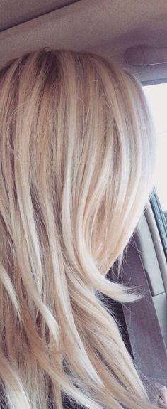 Butter blonde - maślany odcień, który kochają Internautki!