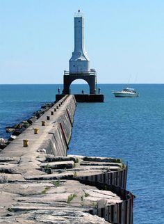 Port Washington Breakwater Lighthouse, Wisconsin at Lighthousefriends.com