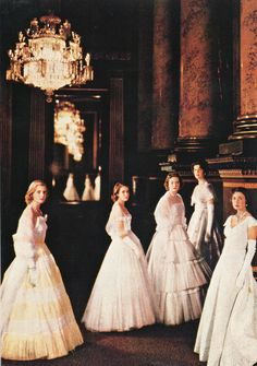 The pomp and ceremony that surrounded the Coronation of Her Majesty Queen Elizabeth II held a nation still hobbled by … Continue Reading Vestidos Vintage, Vintage Dresses, Vintage Outfits, Vintage Fashion, Vanity Fair, Pin Up, English Fashion, Lady In Waiting, Cecil Beaton