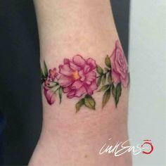 SWEET BRACELET Ila Ink ❤️ Pink rose tattoo, rose tattoo, pink peony tattoo, pink, tiny tattoo, tiny, photo, rosa, peonia, peony tattoo, bracelet tattoo, small tattoo, micro tattoo, mini tatuaggio, piccolo tatuaggio, tattoo for women, tatuaggio rosa, flower tattoo, pink, flower, tatuaggio,colorato, colored tattoo, tatuaggio,tattoo, fiori tatuati, rosa, pink, inkenso