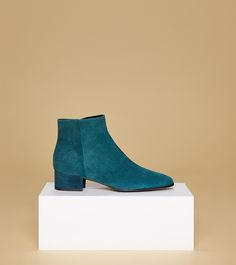 aeyde collection n01 NAOMI - Classic ankle boot made of finest suede calfskin leather with perfect heel height for maximum comfort. Cool muted blue-green color brings a breath of fresh air into any fall and winter wardrobe.