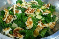 Χριστίνας....Μαγειρέματα!: Σαλάτα σπανάκι με μήλο,σως μελιού και χαλούμι!