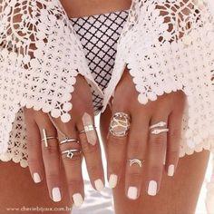 Total white, também para as unhas e acessórios #muitoamor Shop Online http://www.cheriebijoux.com.br/