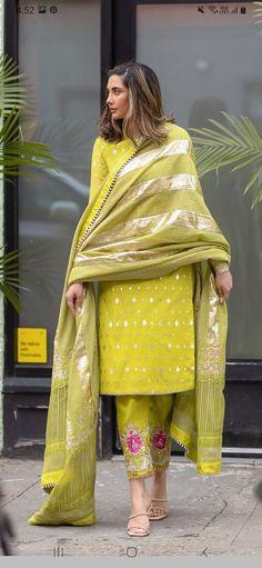 Pakistani Dresses Casual, Indian Fashion Dresses, Pakistani Dress Design, Trendy Suits, Classy Suits, Classy Outfits For Women, Stylish Dresses For Girls, Designer Party Wear Dresses, Kurti Designs Party Wear
