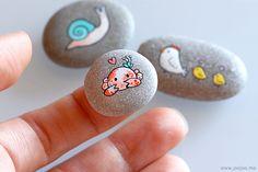 (via joojoo: More pebbles) Pebble Painting, Pebble Art, Stone Painting, Stone Crafts, Rock Crafts, Arts And Crafts, Painted Rock Animals, Painted Rocks, Hand Painted