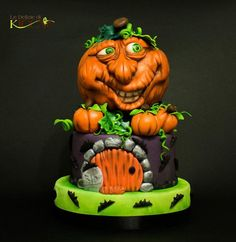 Orange and bright green fondant pumpkin cake for Halloween by Federica Cipolla of Le Delize  Di Kicca