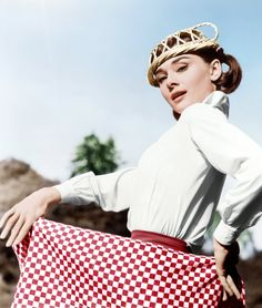 Audrey Hepburn posing with a table cloth and bread basket on the set of Love in the Afternoon, Paris, France, The girl can make anything stylish. Audrey Hepburn Born, Audrey Hepburn Photos, Divas, Golden Age Of Hollywood, Old Hollywood, Hollywood Life, Hollywood Stars, Classic Hollywood, British Actresses