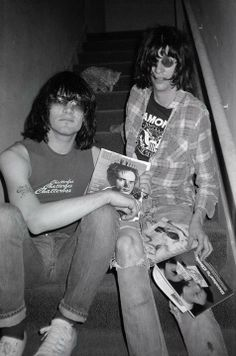 Dee Dee & Joey Ramone and a cat. Ramones, Joey Ramone, One Wave, The New Wave, Punk Rock, Beatles, Blue Soul, Hey Ho Lets Go, The Jam Band