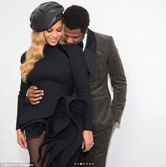 In another snap Beyonce shared, she and Jay-Z are shown snuggled up together with Jay-Z st. love Shocked woman bumps into Beyonce and Jay-Z in New York hotel Beyonce 2013, Beyonce Beyonce, Big Sean, Black Love Couples, Cute Couples, Black Celebrity Couples, Famous Couples, Beyonce Knowles, Baby Boy Fashion