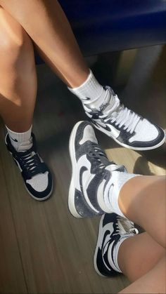 Sneaker Outfits, Sneaker Heels, Sneakers Mode, Sneakers Fashion, Shoes Sneakers, Fashion Boots, Jordan Shoes Girls, Hype Shoes, Nike Air Shoes