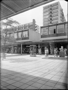 missing.. Lijnbaan shopping district by Jo van den Broek a Jacob B. Bakema, Rotterdamu, 1951-53