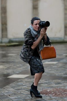 Garance shooting in her black sparkle Miu Miu heels. Taken by her BF the Sartorialist. The Sartorialist, Fashion Editor, Daily Fashion, Scott Schuman, Girls With Cameras, Socks And Heels, Vogue, Trends, Olivia Palermo
