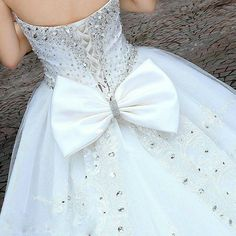 love the bow! and the sparkles looks so pretty