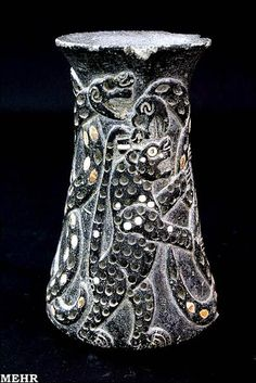 jiroft - artifact cheetah fighting snake similar to Mayan iconography