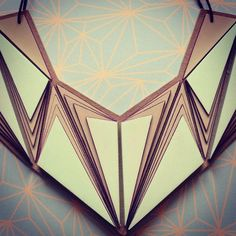 *MAUD RONDOT - Herhaling, geometrisch, grafisch. Minimalistisch maar toch genoeg te zien. Ik hou ervan.