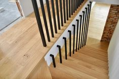 Wooden Staircase Design, Interior Stair Railing, Metal Stair Railing, Home Stairs Design, Timber Staircase, Staircase Handrail, Staircase Remodel, Contemporary Stairs, Modern Stairs