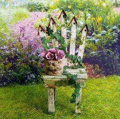 Fleurs miniature Roses dans un pot de fleurs en résine