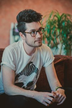 bastille dan smith with glasses <------ HANDS Dan Smith, Fall Out Boy, Storming The Bastille, Kyle Simmons, The Wombats, Bad Blood, Celebs, Celebrities, Parov Stelar