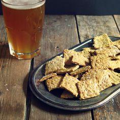 Crackers à la bière, zeste de citron et sésame - Artichaut et cerise noire