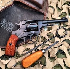 Smith And Wesson Revolvers, Smith N Wesson, Military Surplus, Military Guns, Detective Movies, Colt Python, Cool Guns, Weapons Guns, Hunting Dogs