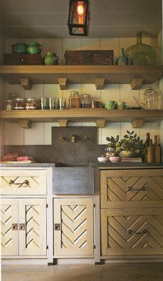 Rustic charm with contemporary appeal. Love the chevron detail. Design Steven Gambrel. #laylagrayce #kitchen