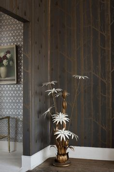 Cole & Son - Contemporary Restyled - Woods & Pears Cole & Son love it for accent wall in our powder room Accent Wallpaper, Flower Phone Wallpaper, Wood Wallpaper, Trendy Wallpaper, Cole And Son Wallpaper, Cool Wallpapers For Phones, Contemporary Wallpaper, Original Wallpaper, Wood Design