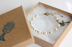 First Communion rosary bracelet by Loreto Rosaries Diy Jewelry, Jewelry Bracelets, Jewelery, Handmade Jewelry, Seven Sacraments, Rosary Bracelet, First Holy Communion, Religious Jewelry, Jewelry Making Supplies