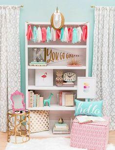 déco chambre ado en bleu et rose, déco de chambre très chic, jolie table d'appoint dorée