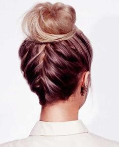 I love this updo, wearing it almost every day since it's very comfortable and looks nice. The hair color on that pic tho