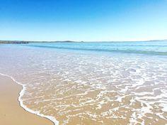Main Beach on a clear day.. ☀️  www.tinystyle.com.au   #noosa #visitnoosa #sunshinecoast #tinystyle