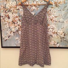 Kensie floral dress Zips up side. V neck. Armpit to armpit laying flat is 16 length 32 Kensie Dresses
