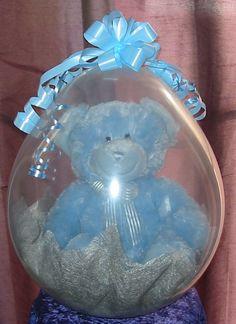 Osito de peluche dentro de globo para decoracion de baby shower. #DecoracionBabyShower