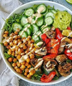 Spiced Chickpea Bowl with Spicy Tahini Sauce Lunch Recipes, Vegetarian Recipes, Healthy Recipes, Healthy Meals, Tofu Recipes, Brain Healthy Foods, Healthy Eating, Clean Eating, Tahini Sauce