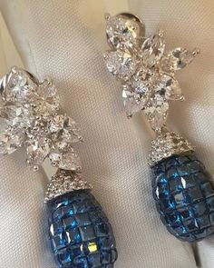 @silvredge. Beautiful invisible setting earrings