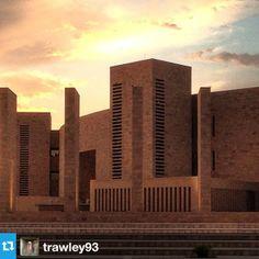Our #QF photo of the day was taken by @trawley93 at #CMUQ. صورتنا اليوم على #إنستقرام هي صورة @trawley93 في #جامعة كارنيجي ميلون في قطر