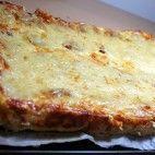Slaný jogurtový koláč • recept • bonvivani.sk Lasagna, Pizza, Cheese, Ethnic Recipes, Food, Basket, Essen, Meals, Yemek