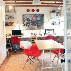 Office com detalhes em vermelho!!!  #mobilia #red #office #love #decor #dica #interior #design #decoração #style #nofilter #colorful #arquitetura #followme #like