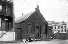 Ragged School on Harrington St,Sydney in schools are organised by charitable institutions to provide free education for destitute children. Historical Sites, Historical Photos, The Rocks Sydney, Port Arthur, Sydney City, History Teachers, Blue Mountain, Tasmania, Colleges