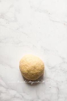 Chiacchiere di Carnevale: Ricetta originale e Segreti passo passo Italian Cookies, Frappe, Gnocchi, Italian Recipes, Sugar, Beauty, Step By Step, Breads, Recipes