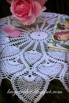 Royal Pineapple Table Topper, vintage pattern 1946