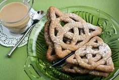 Celtic Knot Cookies ~ mix graham flour dough then roll into coils, fold into desired shape, and bake. Yule, Bolacha Cookies, Graham Flour, Dessert Blog, Irish Recipes, Syrian Recipes, Scottish Recipes, Graham Crackers, Just Desserts