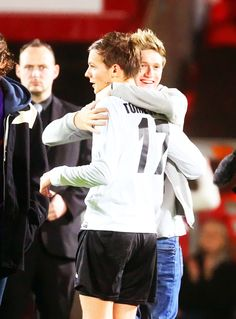 Lou and Niall after the match! OMG THIS IS SO CUTE!!!